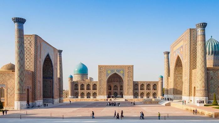 Uzbekistan không giáp biển.