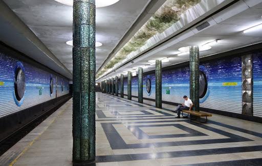 Các kiến trúc khắc họa bên trong ga Pakhtakor