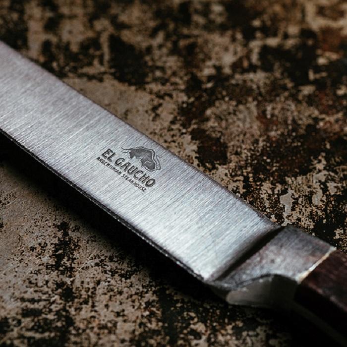 Nên sử dụng dao đúng chuẩn để có những lát steak ngon ngọt đậm đà